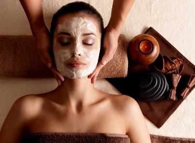 טיפול פנים בספא - חדר כושר הולמס פלייס