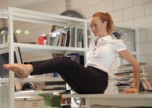 תרגילי כושר שניתן לבצע במשרד - חדר כושר הולמס פלייס